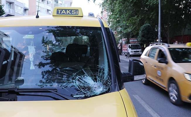 Ticari taksinin çarptığı 70 yaşındaki yaya yaralandı
