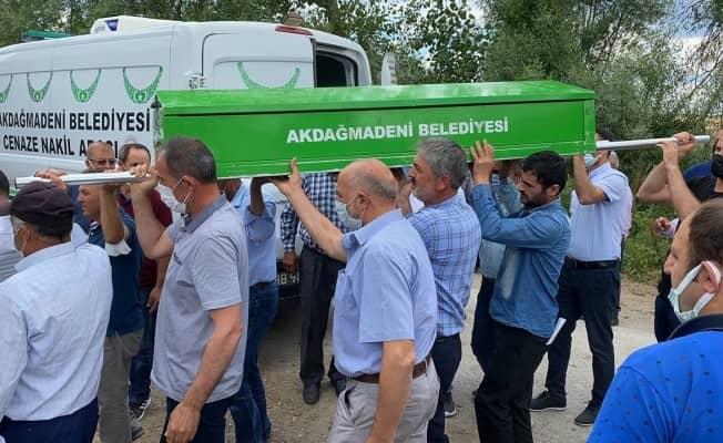 Tur teknesinin batmasıyla yaşamını yitiren çocuk Yozgat'ta toprağa verildi