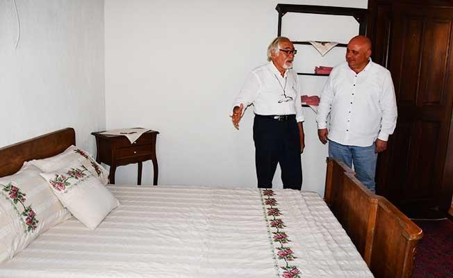 80 yıl sonra doğduğu odada konakladı