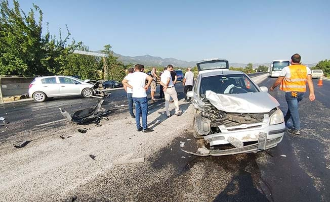 Buldan'da kaza; 2 yaralı