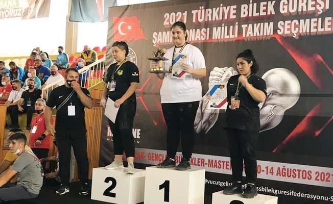 Dünya şampiyonasını izleyip heves etti, Türkiye şampiyonu oldu