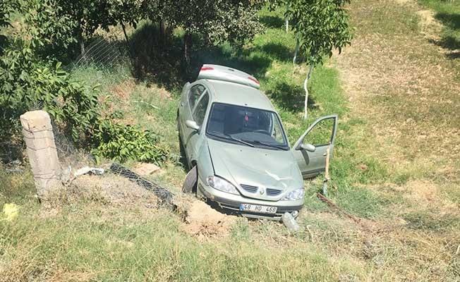 Kontrolden çıkan otomobil şarampole düştü