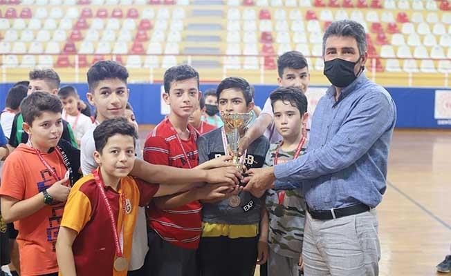 Kuran kursları arası futsalın şampiyonu Nur Camisi oldu