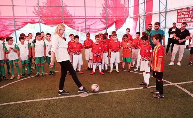 Merkezefendi'de 30 Ağustos Zafer Kupası futbol turnuvası başladı