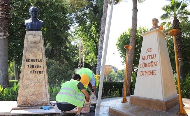 Pamukkale Belediyesi Atatürk Büstü'nü yeniledi