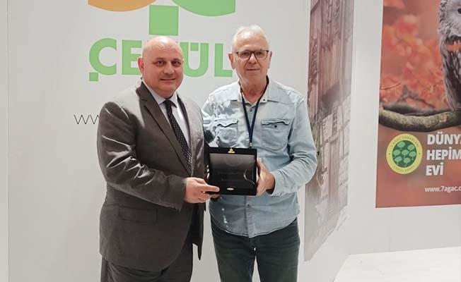 Başkan Şevik ödülünü aldı