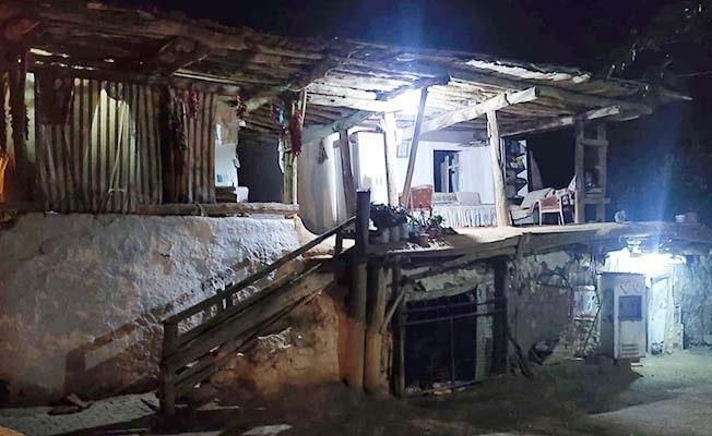 Denizli'de deprem sonrası Çal'da hasar oluşan bir ev boşaltıldı