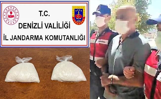 Eski polis 2 kg kristal uyuşturucuyu satamadan yakalandı