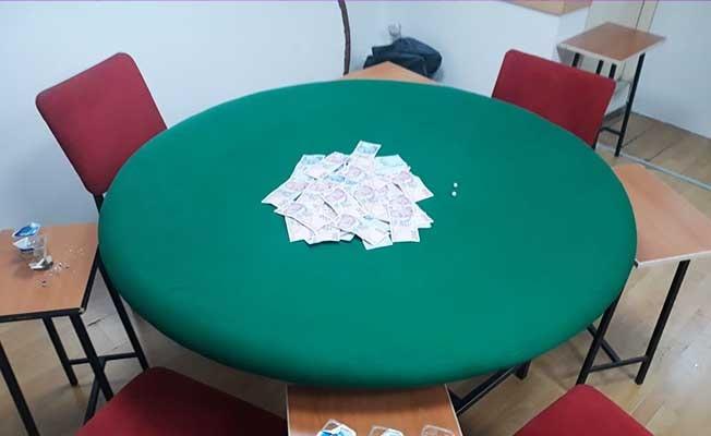 İş yerinde kumar oynayan 24 kişiye 32 bin lira ceza kesildi