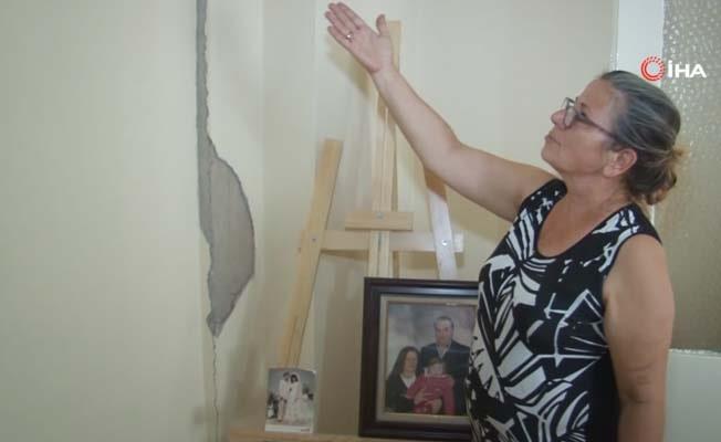 """Kiralar yüksek geldiği için hasarlı evinde oturan kadın: """"Depremzede depremzedeye bunu yapar mı?"""""""