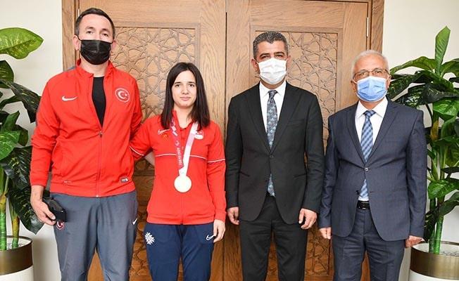 Olimpiyat Şampiyonundan Müdür Ekici'ye ziyaret