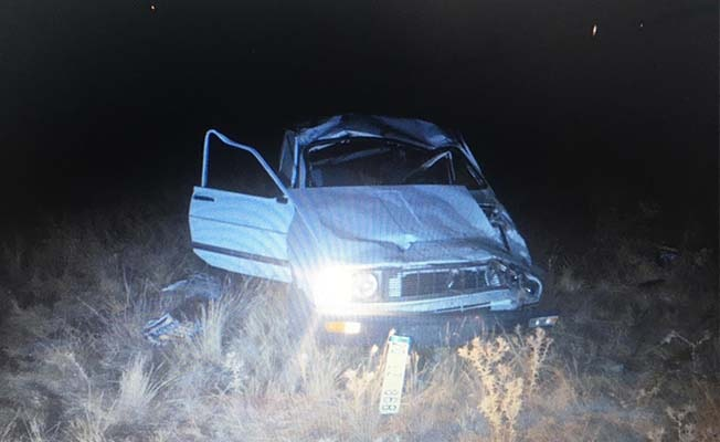 Taklalar atıp şarampole yuvarlanan otomobilin sürücüsü yaşamını yitirdi