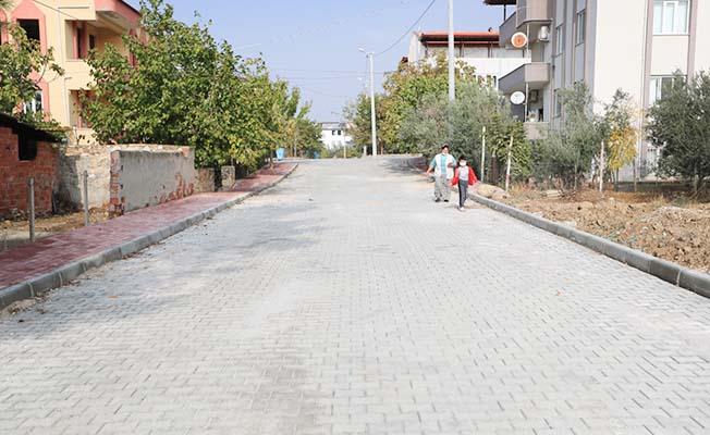 Akköy'ün yollarına parke taşı döşendi