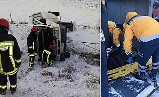 Bozkurt'ta işçi servisi devrildi: 12 yaralı