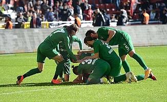 Horoz, en yakın takipçisini deplasmanda tek golle geçti: 0-1