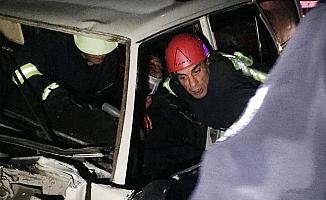TIR'a çarpan otomobil sürücüsü yaralandı