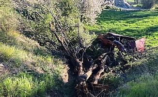 Otomobil tarlaya yuvarlandı: 3 yaralı