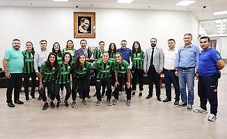 Horozkent Kadın Futbol Takımı Rektör Bağ'ı ziyaret etti