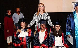 Engelsiz Yaşam Akademisi'nin Özel Öğrencileri mezun oldu
