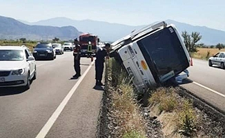 Tur otobüsü devrildi: 4 yaralı
