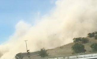 Depremin ardından Beşparmak Dağını toz bulutu kapladı