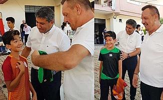 Galatasaray formasını çıkartıp Denizlispor forması giydirdi
