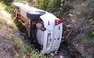 Öğretmen okul yolunda kaza yaptı