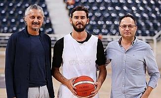 Merkezefendi Basket'in yeni transferi Şentürk idmana çıktı