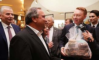 """Büyükelçi Brown; """"Çal'ın ürünlerini tatmak için sabırsızlanıyorum"""""""