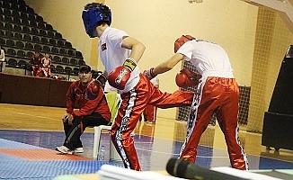 Kick Bokscular kozlarını Denizli'de paylaştı