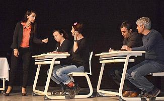 Sarayköy'de sahne öğretmenlerin