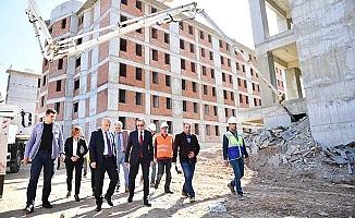 Vali Karahan, yurt inşaatında incelemede bulundu