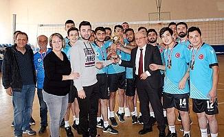 Çekişmeli turnuvanın şampiyonu PAÜ AMATEM oldu