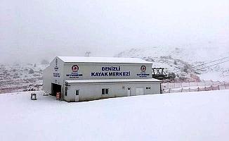 Denizli Kayak Merkezi beyaza büründü