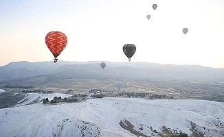 Geçtiğimiz yıl Pamukkale'de binlerce uçuş oldu