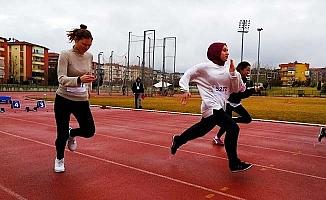 Atletizmde sporcuların mücadelesi göz doldurdu