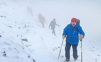 Çökelez Dağı zirvesine 6 saatte ulaştılar