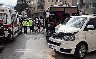Freni patlayan midibüs caddeye daldı: 2 yaralı