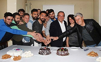 Tatar'a sürpriz doğum günü partisi: Hediye olarak galibiyet istedi