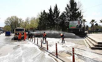 İncilipınar Caddesi yıkanıp dezenfekte edildi