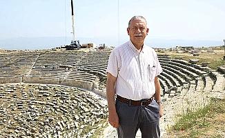 """Prof. Dr. Şimşek: """"Helenistik Tiyatro, orjinalliği korunarak ayağa kaldırılacak"""""""