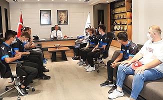 Başkan Örki Kick Boksçuları ağırladı