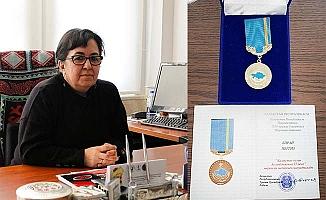 Prof. Dr. Biray'a Kazakistan'dan Büyük Ödül