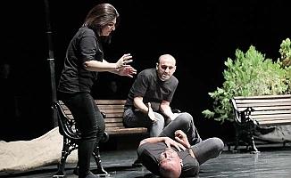 Pamukkale Belediyesi çalışanları 'Siyah Beyaz Hayatlar'la sahnede