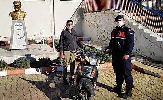 Çalınan motosikletin izini komşu ile kadar sürdüler