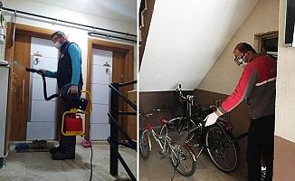 Sarayköy'de karantina altına alınan evler dezenfekte ediliyor