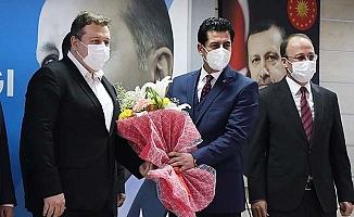 AK Parti İl Başkanlığına atanan Yücel Güngör bayrağı devraldı