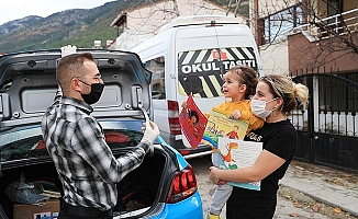 Pamukkale Belediyesi'nin evlere kitap servisi devam ediyor