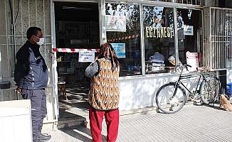 Sarayköy'de belediye ekipleri sokağa çıkma kısıtlamasında görev başında