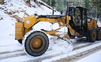 Büyükşehir ekipleri 11 ilçede karla mücadele etti
